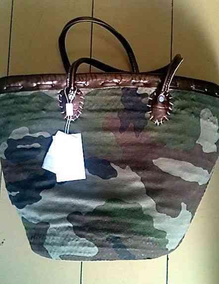 Amei esta bolsa de palha camuflada... Literalmente!
