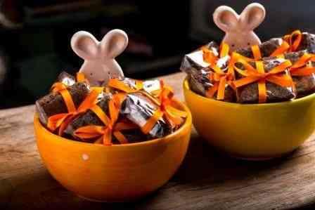 """""""Bowl"""" em forma de coelhinho recheado de brownie: Fofo e deli!"""