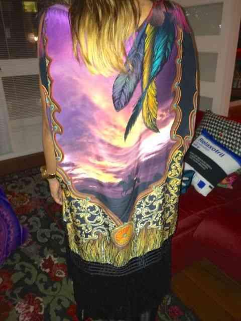 A musa estilista, Adriana Barra, posa para o 40Forever com uma capa deslumbrante do Verão 2015!um lindo casaco, previ