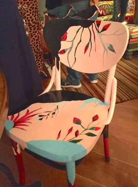 Uma das cadeiras de jantar: A coleção é um estouro!