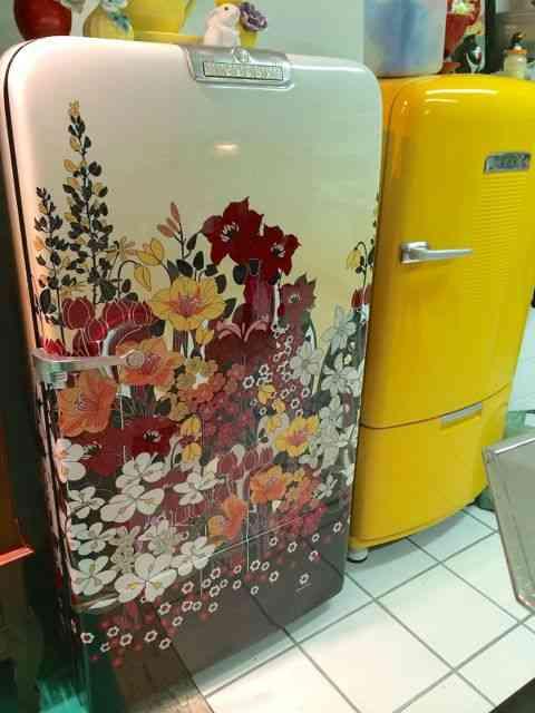 Eis a divina geladeira custodiada com estampa linda de Adriana Barra!
