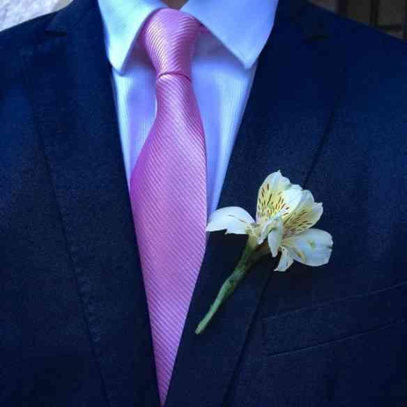 Amei: Todos os padrinhos de gravata rosa... Sempre os pobrezinhos perdem-se na multidão ao contrário das madrinhas, geralmente de vestidos longos maravilhosos, cores destacadas e por aí vai!