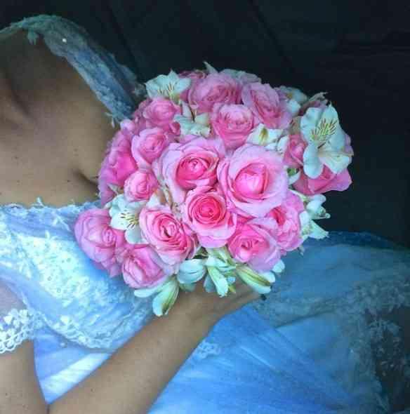 """Começo com o mais precioso dos bouquet: O da noiva, """"bine sûre""""!"""