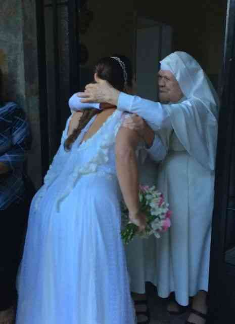 """Cena mais tocante: As freiras Servas de Maria abençoando a passagem da noive... Impossível não lembrar da """"Noviça Rebelde""""..."""