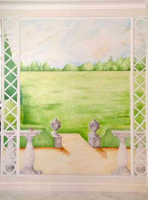 Close num dos lindos painéis pintados que circundam a sala de jantar!