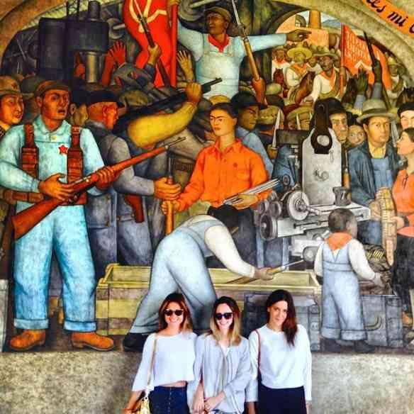 Las niñas e um lindo mural by Diego Rivera, onde pontifica a musa Frida Kahlo!