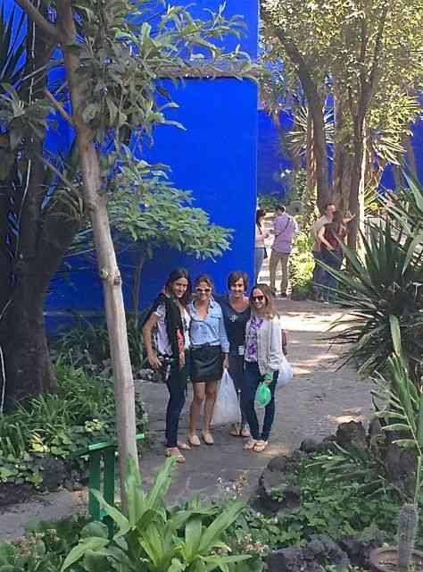 Com as meninas, chez Frida Kahlo, na Cidade do México.