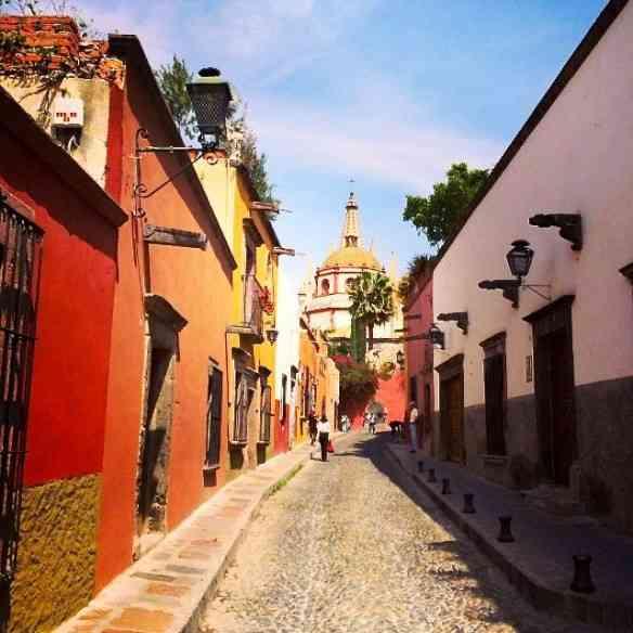 Os cinquenta tons de rosa da deslumbrante San Miguel de Allende, cidade que pontifica na Região Colonial!