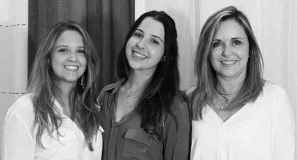 As fadas Patrícia Couto, Juliana Tiziani e Eliana Couto da Cortinaria: Nossos problemas de decoração ficaram no passado!