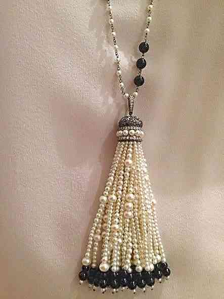 Este look indiano do deslumbrante colar, encanta as mulheres não é de hoje!