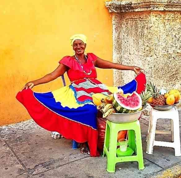 Colombiana vendendo frutas.