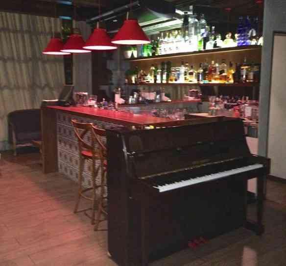 Fecho com a cereja do bolo: O piano pilotado, todas as quintas, pelo maravilhoso Gustavo Tibi... É pra lé que eu vou!