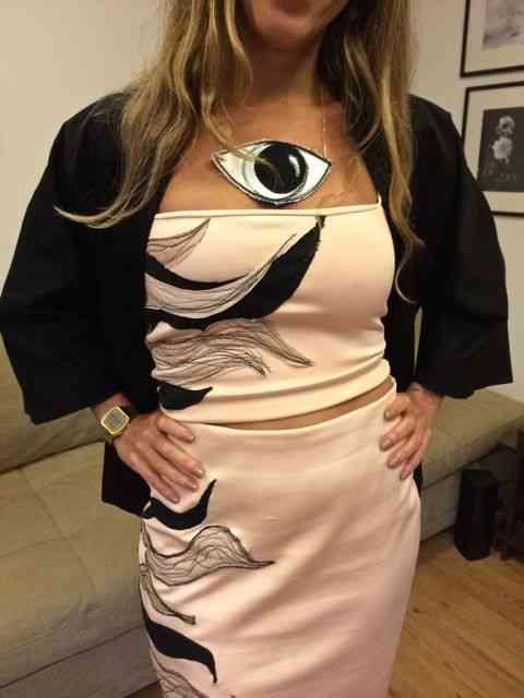 Detalhe do look da Julia: Amei seu colar que também era by Wymann e de tecido!