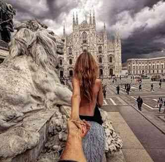 Na Piazza Duomo, em Milão!