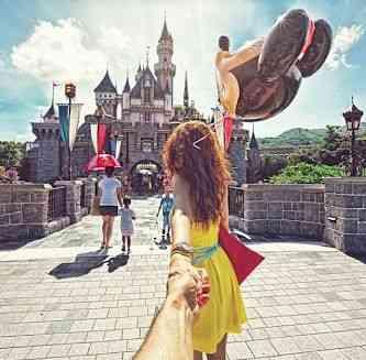 """Até o Mickey foi visitado pelo casal.... Vejam Nataly levando Osmann pela mão rumo ao """"Magic Kingdom""""..."""