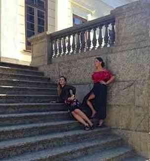 A cineasta master Marianna Brennand Fortes e a estilosérrima Stephanie Wenk posando de TM pra Vogue!!!!