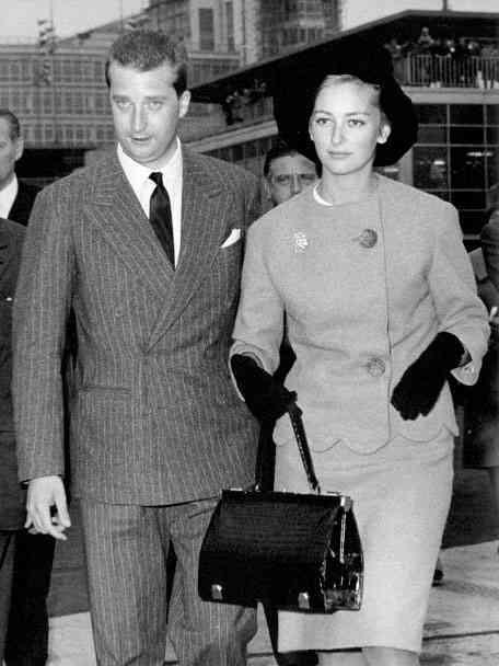 "O Rei Alberto II e a rainha Paola usando a bolsa""Mon grand bonheur"""