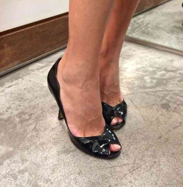 Nos pés de Cinderella sapatos lindos by ViaFlores!