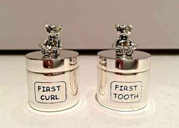 Para os primeiros: Cachinhos e dentinho!