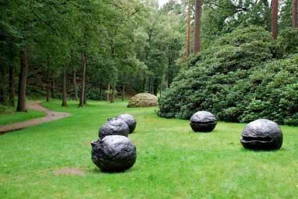 """Fecho com escultura/instalação """"Nature"""", de Lucio Fontana: Não podia ser em Inhotim?!"""