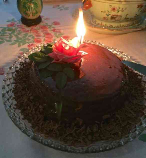 Vejam o lindo e divino bolo feito em casa: Carinho extremado!