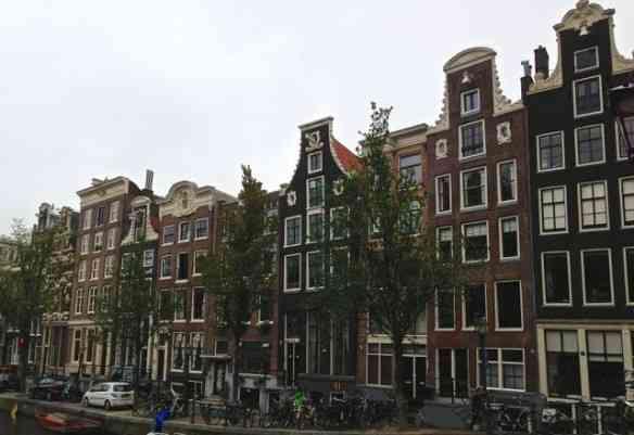 Flanar pelas ruas de Amsterdam é divertidíssimo: Cada esquina uma atração!