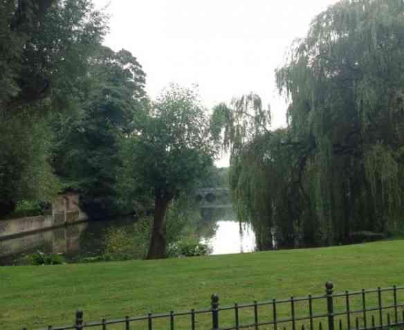 Vejam o visual de um dos parques da bucólica Bruges, na Bélgica: Dá pra ir passar o dia!