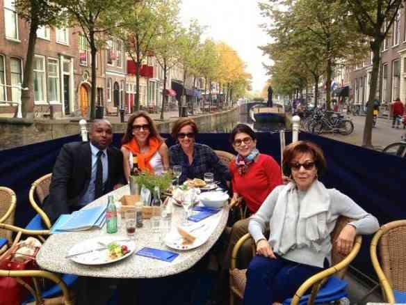 """Com """"las niñas"""" e Ricardo Oemar, nosso guia pela Holanda. Em breve, post sobre ele!"""
