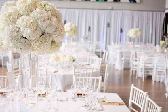 10-chic-white-wedding-hydrangea-centerpiece
