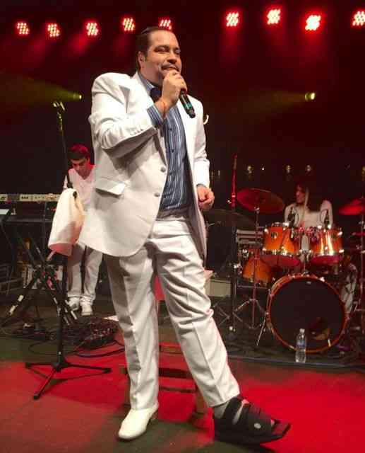 Deixo vocês com o charme, talento e simpatia de Tiago Abravanel que mesmo com o pé quebrado deixo cair! Luxo só!