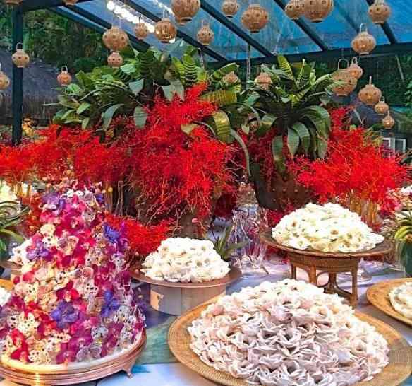 Já viram mesa de doces mais linda? Reparem no bolo todo salpicado por mini orquídeas de açúcar. Mais lindo impossível!