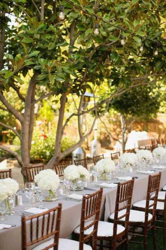 White-Hydrangea-Arrangements-on-Long-Reception-Tables-599x900