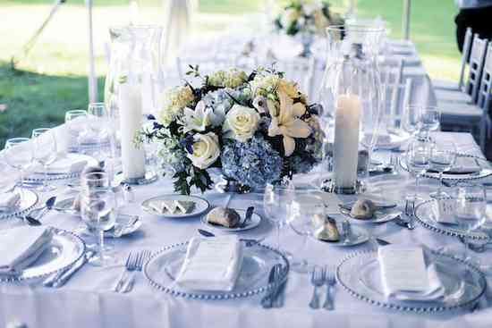 classic-blue-hydrangea-centerpieces-summer-wedding-decor-evantine-design