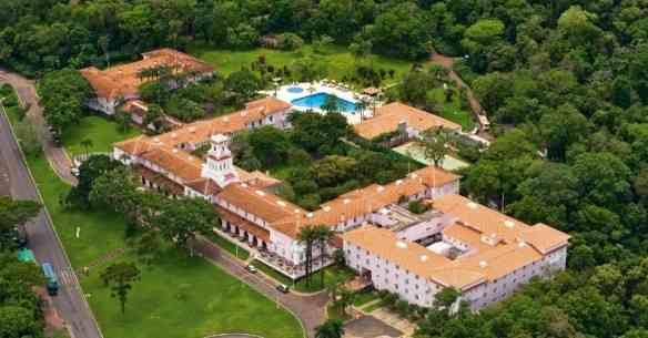 vista-aerea-do-hotel-das-cataratas-o-unico-estabelecimento-hoteleiro-instalado-no-interior-do-parque-nacional-do-iguacu-1375489456927_956x500