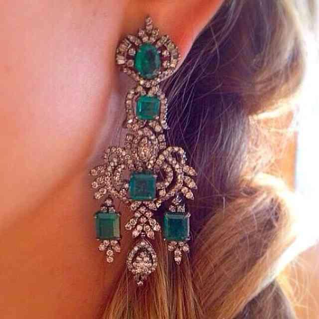 Brinco super ? da SPGIOIELLI! #lindo #royal #esmeraldas #diamondsareforever ⭐️⭐️⭐️⭐️