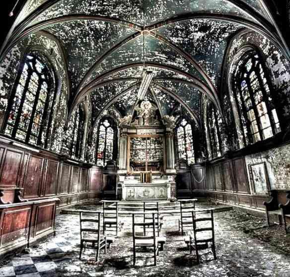 Capela abandonada na Bélgica.
