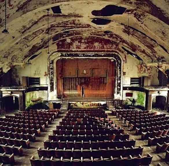 Teatro abandonado em Connecticut.