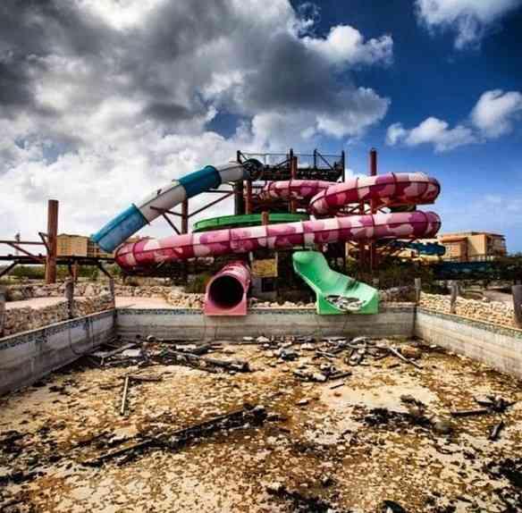 Parque aquático abandonado em Aruba...