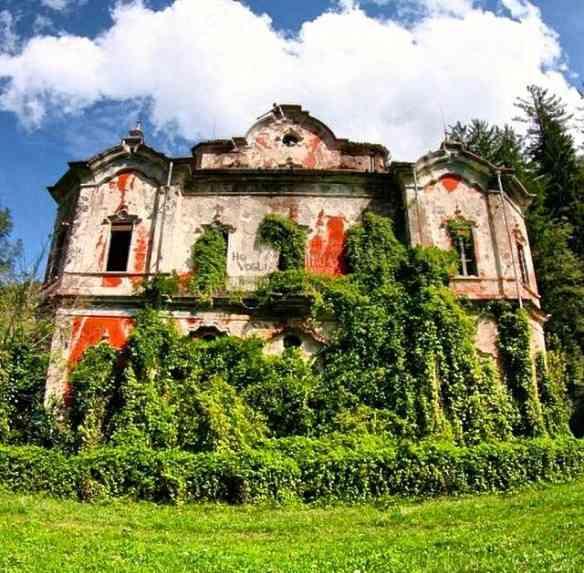 Villa De Vecchi, no lago de Como, abandonada, infelizmente... Sobrevive sua beleza!