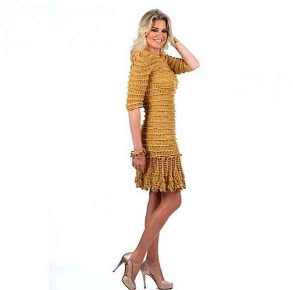 Aliado às produções, ela também representa algumas marcas descoladérrimas como a Alzira que fez este vestido mara.