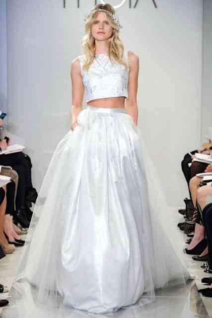 """Detalhe como o """"top cropped"""" deste vestido de noiva, verão 2015, faziam Oscar ser sempre atual, à sua maneira!"""