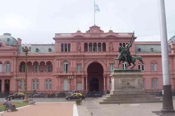 """É muito bacana fazer uma visita guiada à famosa Casa Rosada... """"Don't cry for me Argentina""""..."""