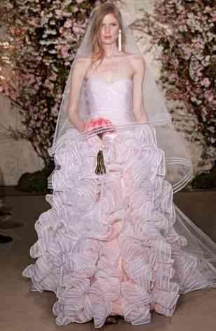 """Lindo esta noiva fazendo o look """"La vie en rose""""... Perfeito pro dia do SIM!"""