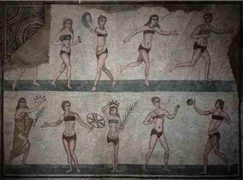 """Detalhe de um dos mais famosos mosaico: o do piso da sala de ginástica, com as mulheres retratadas de biquini! Sim, eles já tinham """"fitness club"""", por conta do maravilhoso hábito de se exercitar, herdado dos sábios gregos (reparem no par de alteres, nas mãos de uma das moças), e também usavam nossa famosa tenue de praia, o que prova que, na natureza, tudo se copia..."""