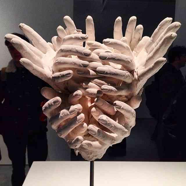 Esta escultura faz parte da  expô de David Altmejd, programa super legal pra quem está em Londres ?