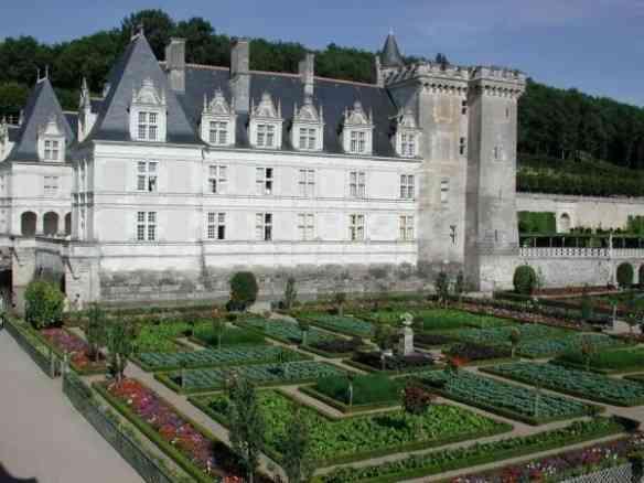 O Chateau de Villandry e a deslumbrante horta a seus pés! O Chateau de Villandry e a deslumbrante horta a seus pés!