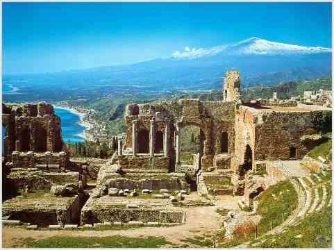 O lindo teatro de Taormina (quem viu Mighty Afrodite? É ele!) com o Etna ao fundo!