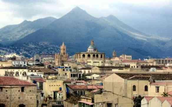 Visual do centro antigo de Palermo e seus palacetes onde habitavam os Leopardos...