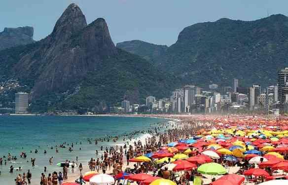 praia-brasileiro-ferias-700x450-20111203