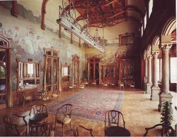 Nosso hotel em Palermo, O Villa Igiea, era uma atração à parte. Um palacete deslumbrante debruçado sobre a baia de Palermo, com salas pintadas com painéis Art